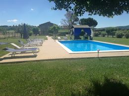 Agriturismo con piscina in appartamenti vicino Perugia